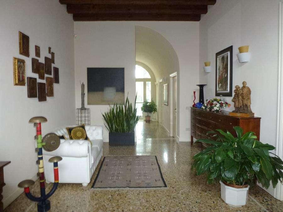 Villa di Notevole Pregio in Centro