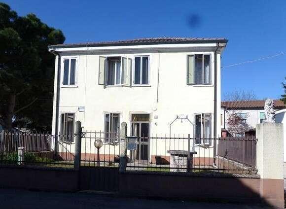 Casa Indipendente comoda al centro  Lendinara